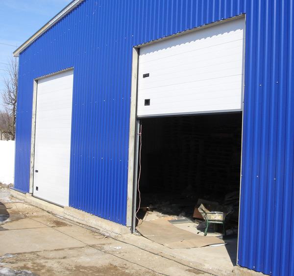 Подъемные секционные ворота промышленные в Бронницах
